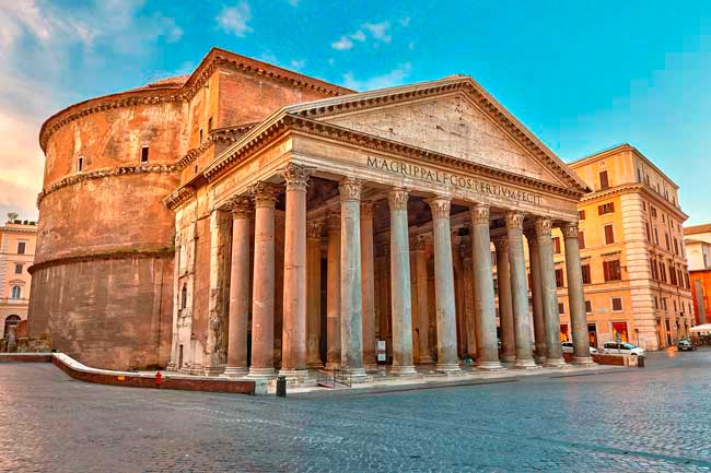 Rome is a very ancient and fascinating city, with more than 3000 years of history.